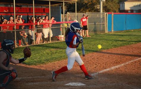 Softball faces tough defeat in a close game