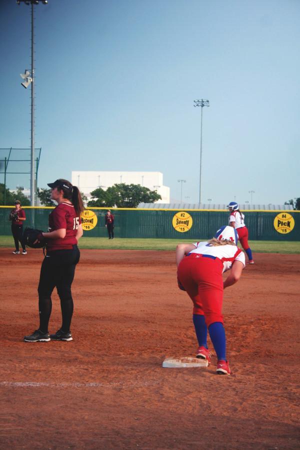 Hailey Mackay prepares to make a run to second base.