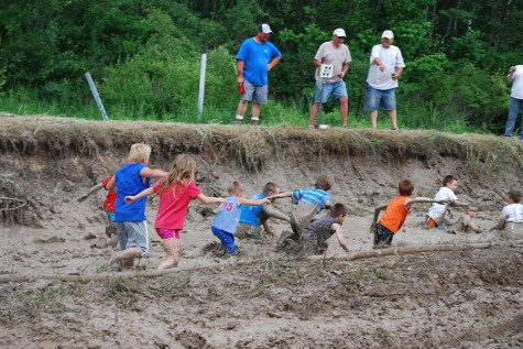 Families and groups support district by running LEEF Mudstacle