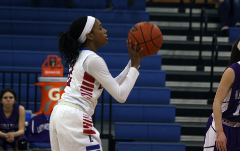 Senior Rayanna Carter going for a free throw