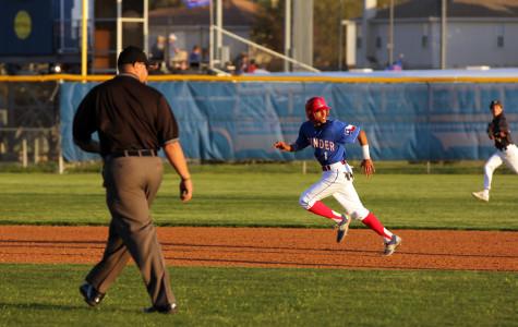 Leander takes a swing at Vandegrift