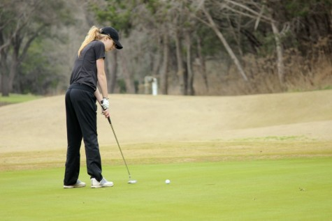 Sabrina Stafin putting it into the hole