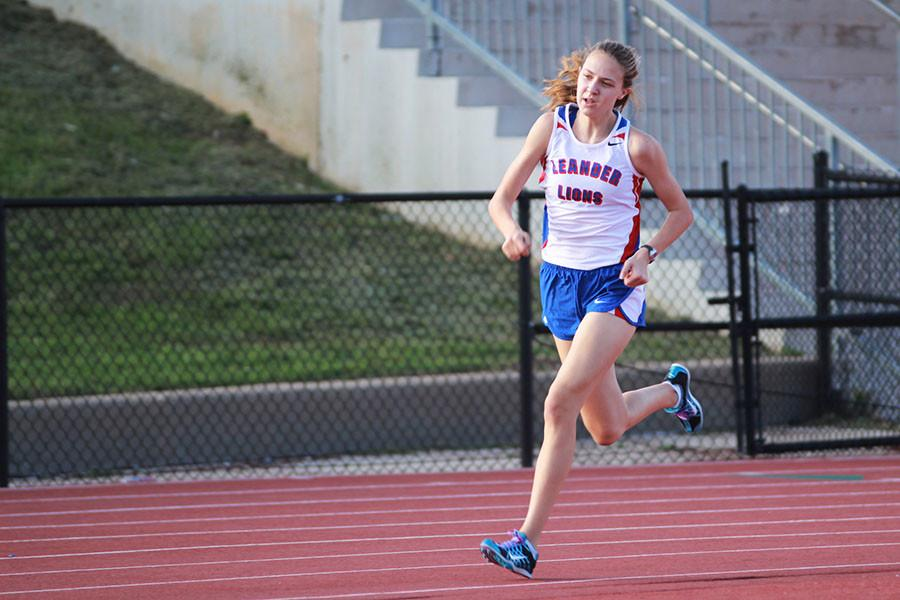 Crone+runs+at+the+annual+LHS+track+meet.+Her+specialty+is+the+1600.