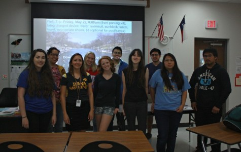 AP/IB Biology class posing with their teacher, Doctor Rasmussen