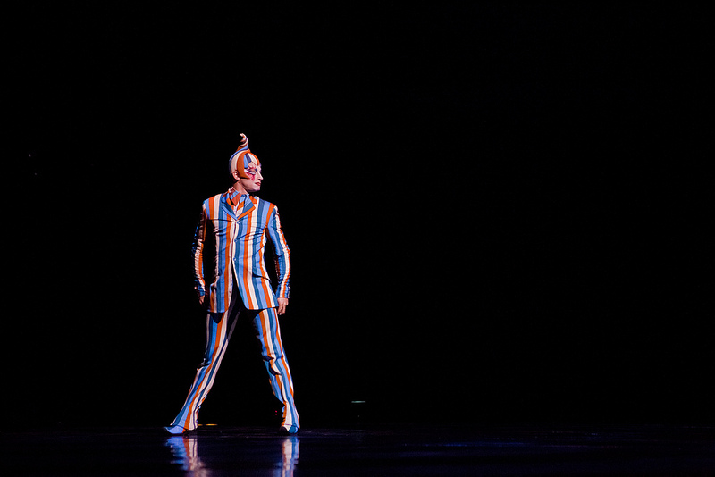 Koozas Trickster plays a key role in the process of show and has become the symbol of Kooza. He is currently portrayed by Jason Berrent.