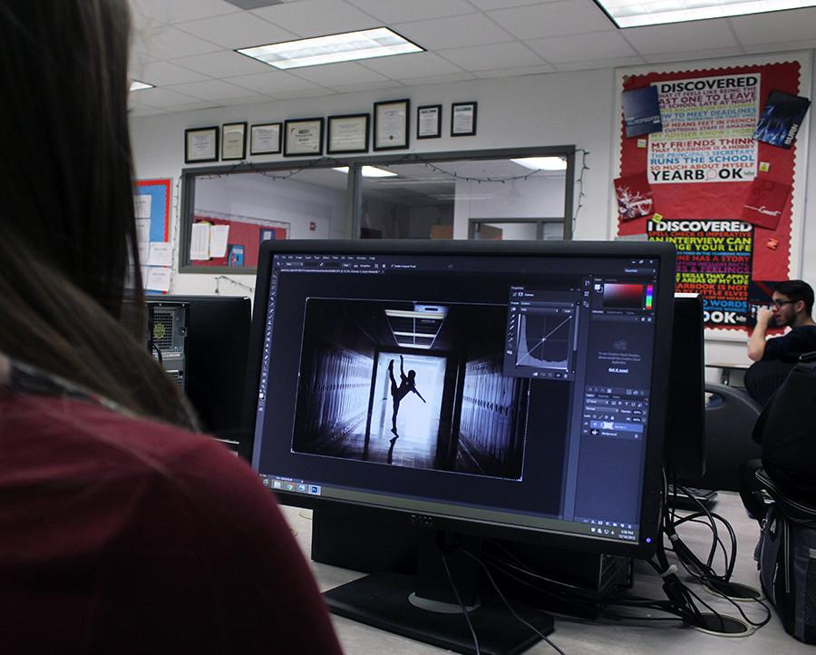 Sophomore Jenna Abadie works on editing her photos. Editing your pictures is required before turning in most photos.