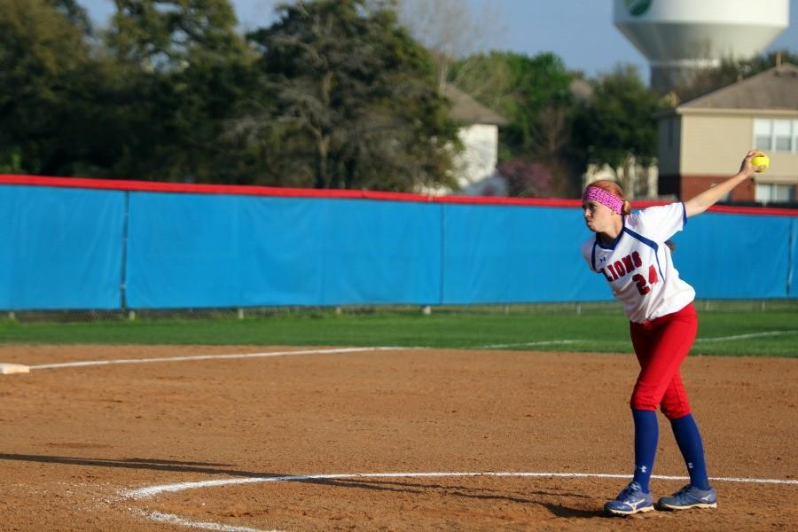 Senior+pitcher+Shannon+Dodd+about+to+pitch+against+Georgetown.+Dodd+stepped+in+as+pitcher+after+the+third+inning.