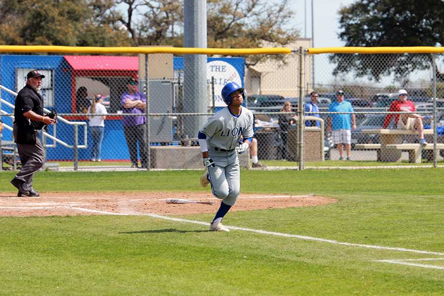 Senior Izaiah Martinez running towards first base.