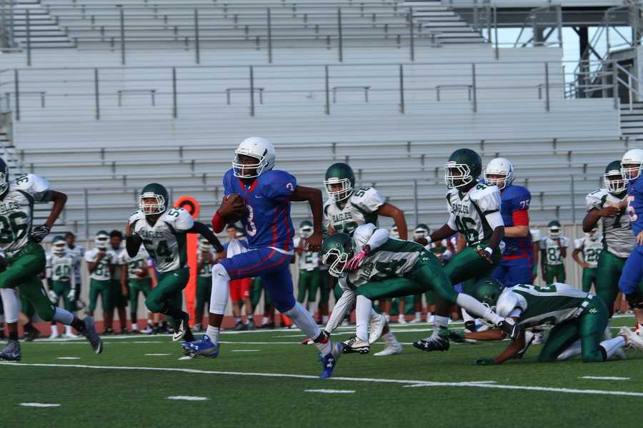 Sophomore quarterback Rashad Carter breaks through the Ellison defense. Carter secured two rushing touchdowns against the Eagles.