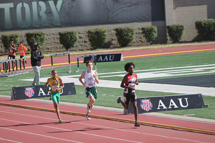 Logan Patete races for the Texas Thunder Track Club. He placed 13th in the 3200.