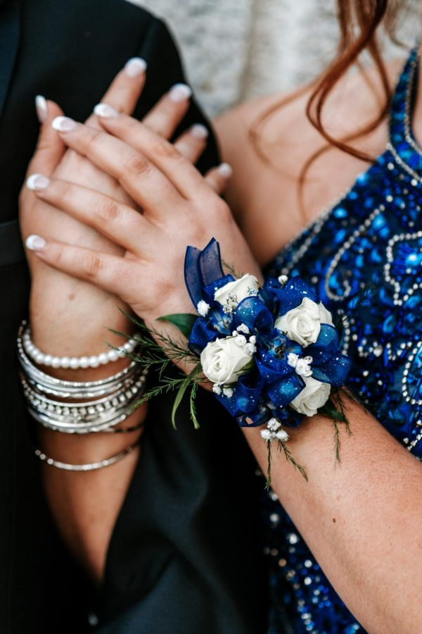 Corsages+and+Boutonnieres++come+from+a+tradition+when+flowers+were+worn+to+make+one+smell+nice+while+dancing+with+their+partner.+Today%2C+they+are+used+as+accessories+to+go+with+the+dress+or+tuxedo.+